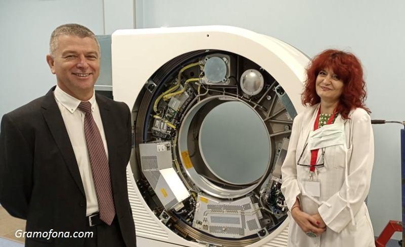 Проф. Бозов и д-р Тусчиева: Още през август стартираме работа с уникалната апаратура в Бургас