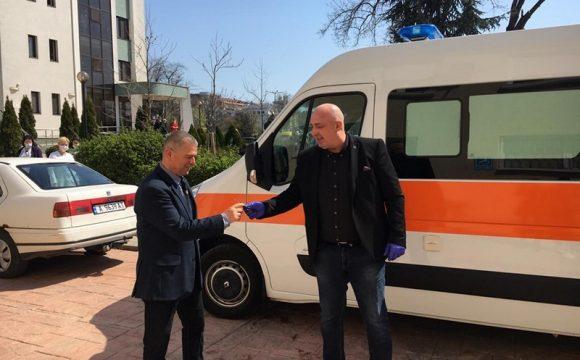 Кметът на Малко Търново Илиян Янчев лично докара новата линейка в двора на КОЦ-Бургас