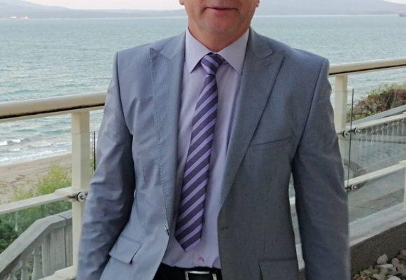 """Професор Христо Бозов, управител на Комплексен онкологичен център Бургас: Екипът ни от лекари се нарича """"Бялата лястовица"""", за да дава надежда на хората – Всяко второ младо семейство не може да се справи с проблема при диагнозата """"рак на гърдата"""", нужен е психолог"""
