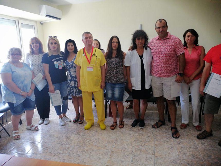 Надежда за спешната помощ: Бургас вече има 13 нови парамедици, проф. Бозов им връчи сертификатите за завършено обучение  burgasinfo.com